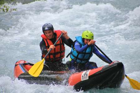 Discover the Canoraft. A two-seater between rafting and canoeing. A fun experience, to introduce you to canoeing.