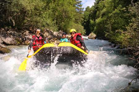 Raft from Le Casset to Briançon on the longest navigable course in the Serre Chevalier valley. Enjoy more than 18 km of thrills and discover all the landscapes along the water.