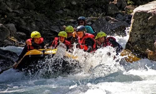 Dare to take the sporting route from Salle-les-Alpes to Briançon. A rafting trip on the most beautiful rapids in Serre Chevalier, for thrills and a unique whitewater adventure.